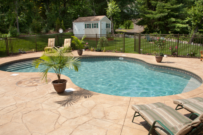 Top 3 Reasons to Invest in Luxury Swimming Pools