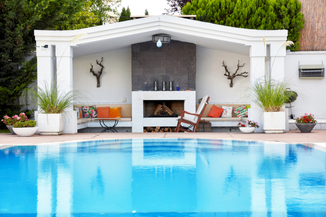 Ideas for Making Luxury Swimming Pools Even More Luxurious