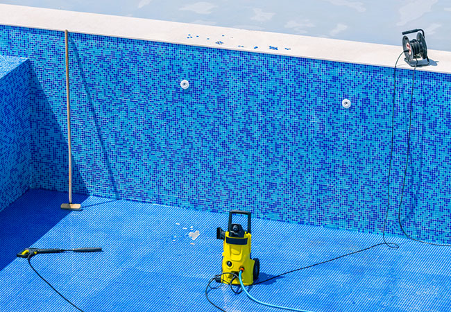 What to Expect During Your Fiberglass Pool Repair
